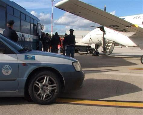 ufficio immigrazione perugia polizia rimpatria albanese scarcerato umbria ansa it