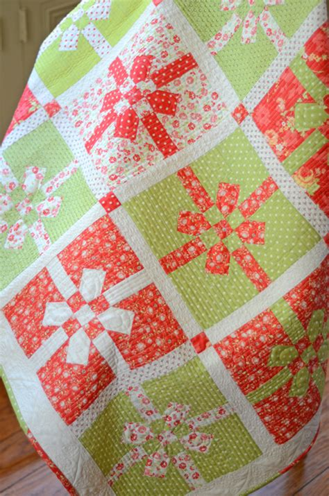 quilt pattern all wrapped up make a festive lap or table quilt for the holidays
