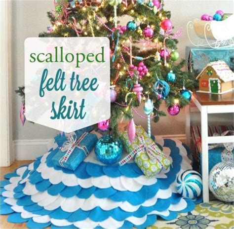 how to make a scalloped tree skirt 10 terrific tree skirts that are easy to make tip junkie