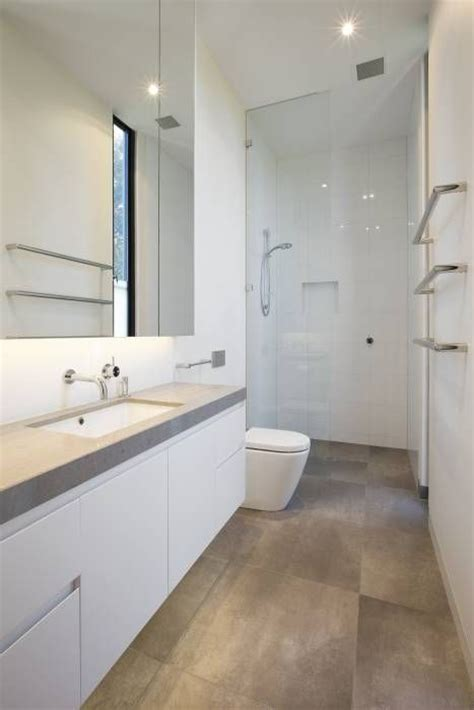 Schmales Bad Ideen by 25 Best Ideas About Small Narrow Bathroom On