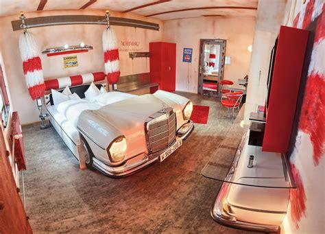 v8 hotel stuttgart bijzonder overnachten in een auto hotel in stuttgart