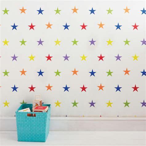 Sterne Tapete Kinderzimmer by Tapete Kinderzimmer Gro 223 Und Klein Verliebt Sich In