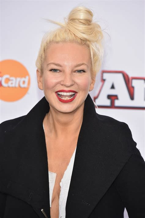 who is the real sia the story behind the singer who refuses to 10 useless facts about sia d3bris online magazine