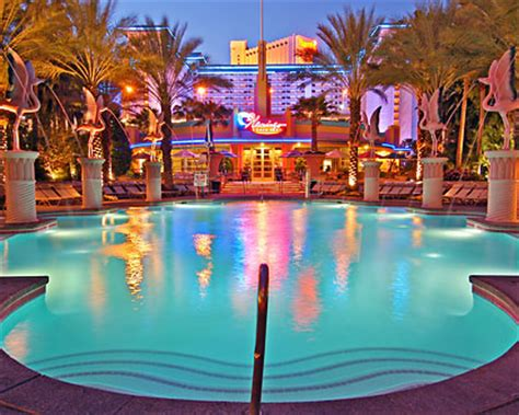 las vegas hotels with pool in room go pool at flamingo las vegas flamingo pool