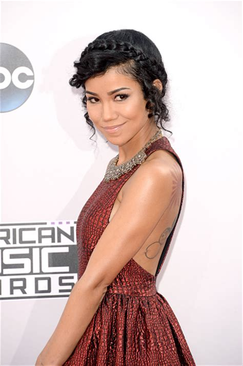 jhene aiko short hair amas 2014 inspire holiday party hairstyles get the look
