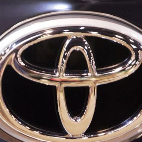 Toyota Recall Airbag Toyota Recalls 900 000 Cars Airbag Fault Abc News
