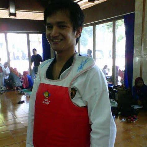 Dobok Empro Kerah Putih New Model jual baju taekwondo untuk anak anak taekwondo