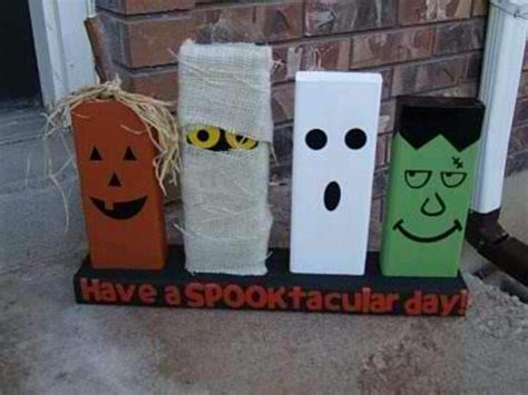 Painting 2x4 by 2x4 Craft Painted To Look Like O Lantern Mummy