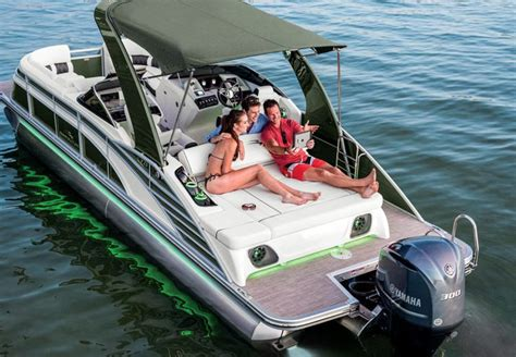 luxury pontoon boat seats q series luxury pontoon boats by bennington