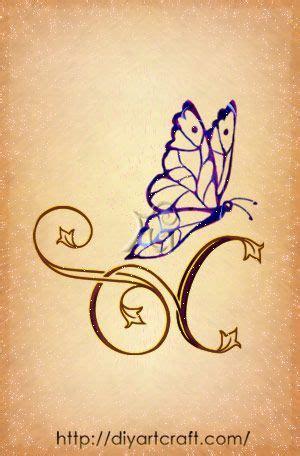 lettere stilizzate lettera stilizzata c con farfalla tatuaggi
