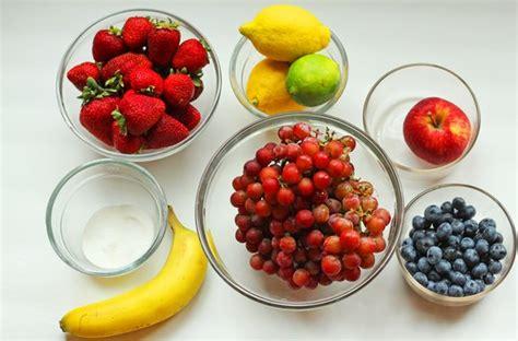cara membuat salad buah yg praktis membuat salad buah lezat bisa dilakukan di rumah dengan