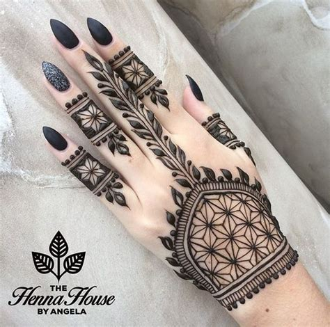 tattoo don t use lotion ps don t use black henna this can be harmful to your
