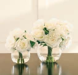 pictures of small vase with roses in it simple