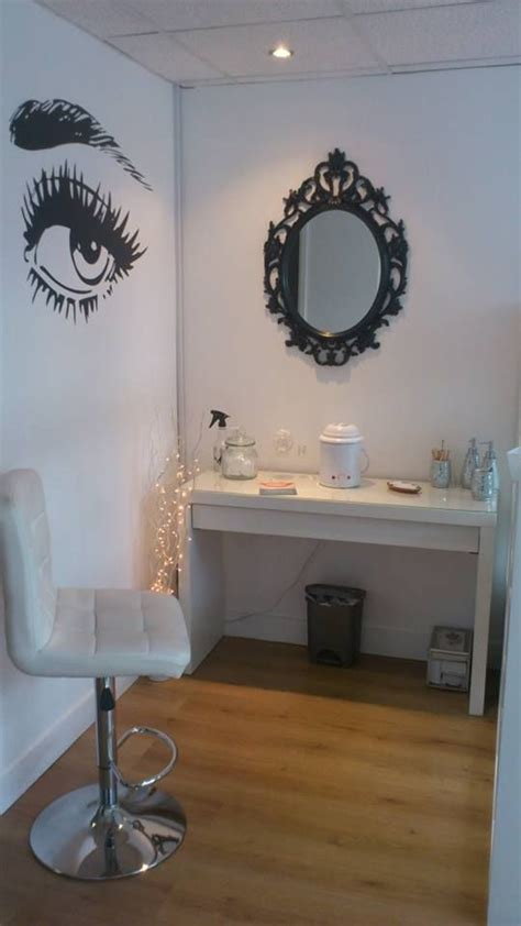 vanity room lash bar brows lashes and bar on