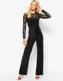 kim kardashian net jumpsuit daily mail kourtney kardashian flashes toned abs in black sports bra