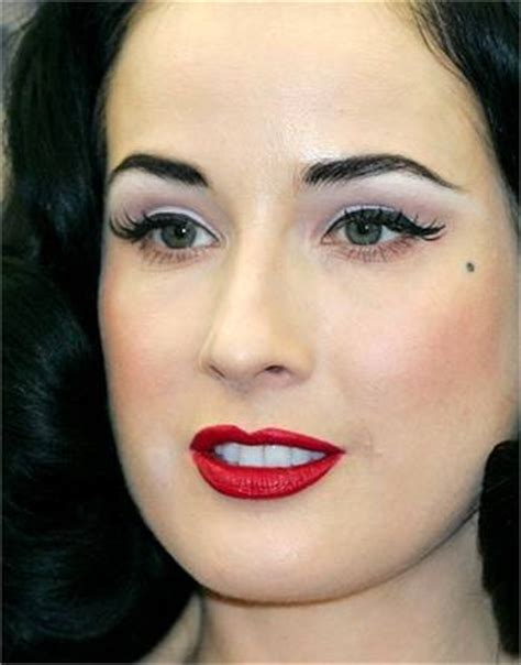 Eyeliner Di Indo labbra rosse e eyeliner nero un classico intramontabile