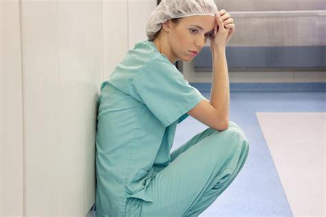 sueldo 2016 de una enfermera en argentina enfermera los m 233 dicos j 243 venes y enfermeras abandonan ucr 225 nia por los