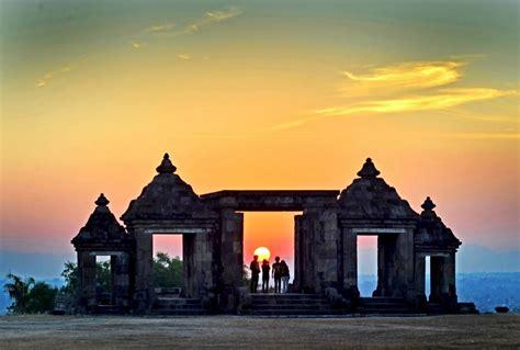 ratu boko palacetemple kratoncandi ratu boko sunset