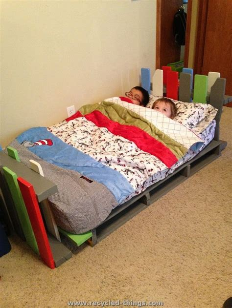 kids pallet bed best 25 pallet toddler bed ideas on pinterest pallet
