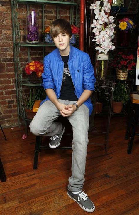 what is justin bieber s style of clothes fashion style magazine justin bieber fashion style