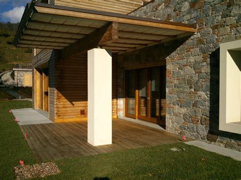 rivestimento in perline di legno rivestimento villa con perline in legno larice