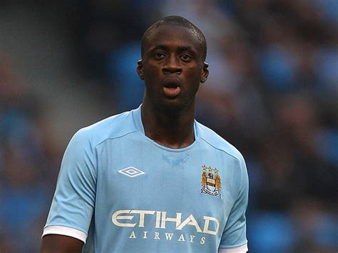 biography yaya toure yaya toure signs new contract at manchester city to keep