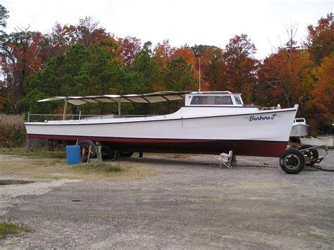 j boats wiki file deadrise workboat barbara j broadside on land jpg