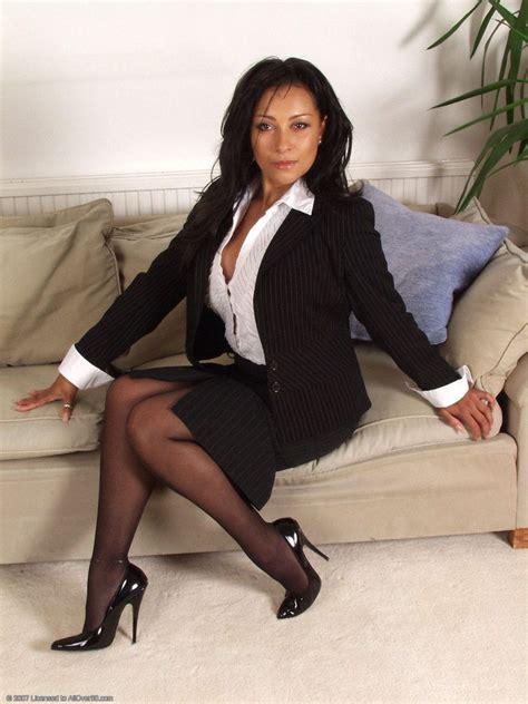Mature Sexy Women Stockings Skirts Pics