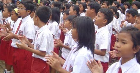 Seragam Merah Putih Sd seragam sd wajib dilengkapi badge merah putih