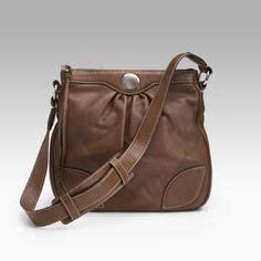 D Cheryl Iconic Smart Side Pouch Messenger Bag Iss Im neckline fashion tips and shape on