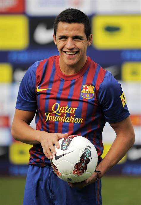 alexis sanchez latest news alexis sanchez photos photos barcelona fc unveils new