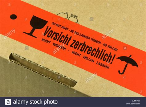 Zerbrechlich Aufkleber Paket by Package With Fragile Sticker Stockfotos Package With