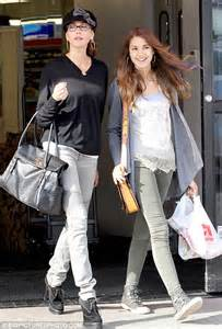 Spotted Shopping Teri And More by Desperate Teri Hatcher Skips The Morning Make