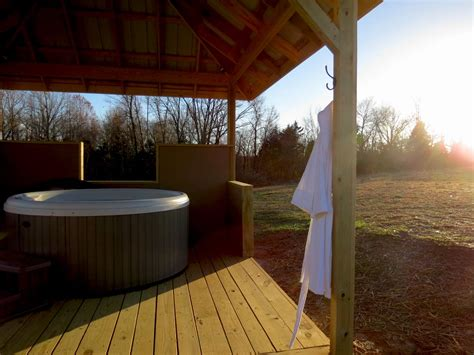 rocky comfort cabins southern illinois cabins hot tub romantic getaway