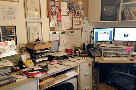 How To Organize Office Desk Personality On Display How To Pinpoint A Coworker S Personality Style From Looking At Their