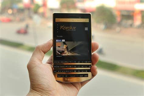 blackberry porsche design gold price 2 440 buys you a gold plated blackberry porsche design p