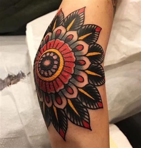 tattoo mandala coude tatouage coude