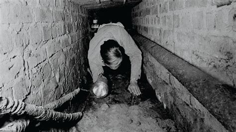 escapar historia de un la historia jam 225 s contada de los t 250 neles bajo el muro de berl 237 n