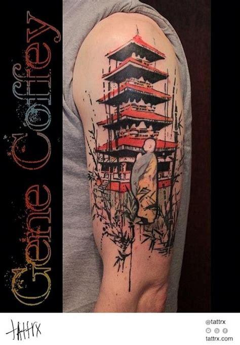 hausgemachtes buntes schulter tattoo mit altem tempel und