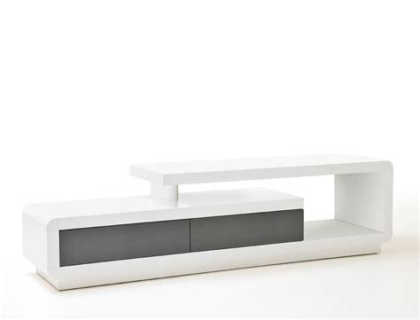 tv lowboard weiß matt bilder wohnzimmer mit balken kleinen