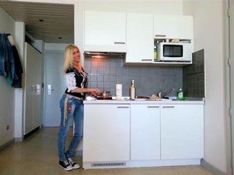 residence le terrazze alassio prezzi la cucina di una delle stanze foto di residence le
