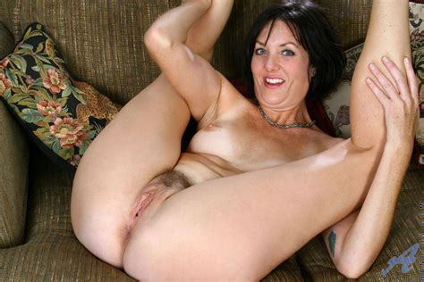Hot Mature Shows Pussy Picaddict