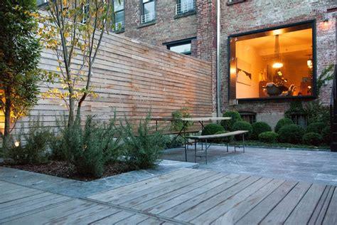 terrasse ideen 5198 brownstone backyard modern picnic table and wood