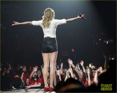 taylor swift concert videos taylor swift drive by with train at newark concert