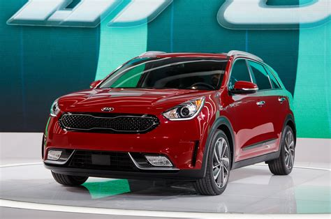 suv kia 2017 2017 kia niro the first crossbreed suv from kia carbuzz info