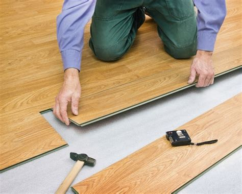 how much does it cost to buy install laminate flooring