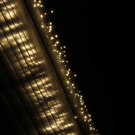 lichterketten vorhang led eisregen lichterkette f 252 r drau 223 en aussen innen