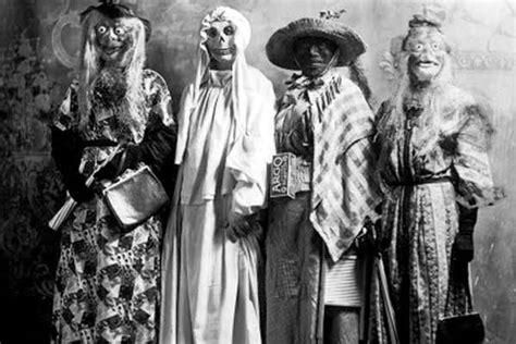 imagenes antiguas escalofriantes estas 20 fotos demuestran que los disfraces de halloween