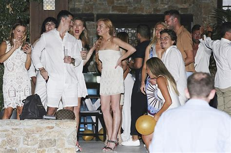 Lindsay Lohan Has Plans For Future Wedding Gown by Lindsay Lohan Rehearsed Wedding With A Russian Boyfriend