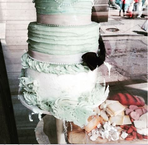 Wedding Cake Fails by 15 Wedding Cake Fails That Just Might Make You Elope